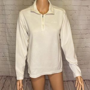 White Patagonia fleece pullover